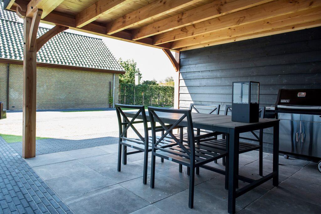 Houten berging met veranda overkapping met veranda