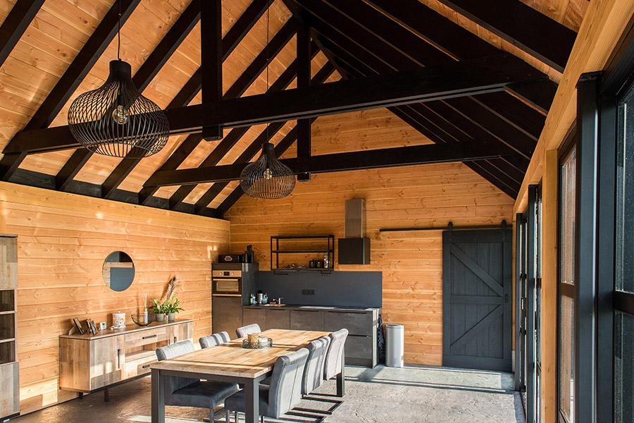 Luxe schuur met tuinkamer, berging, garage en zolder