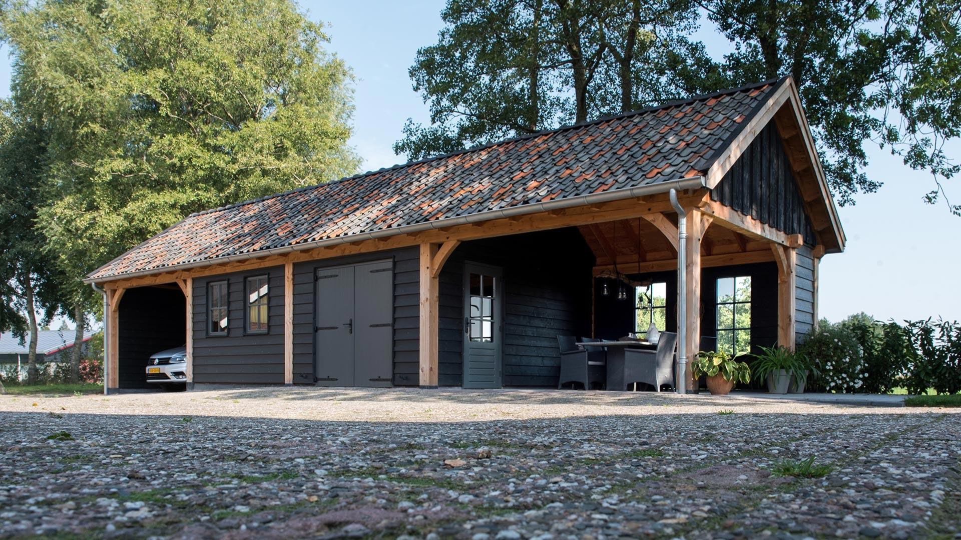 Houten garage met carport