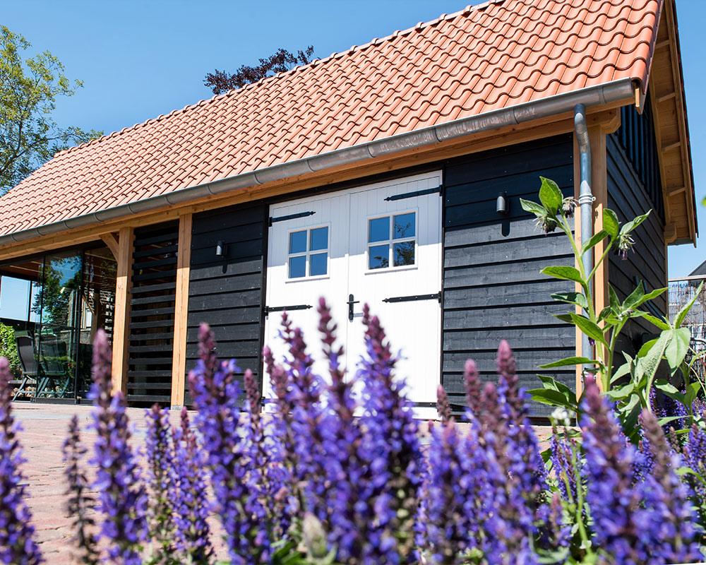 Houten tuinhuis met schuur